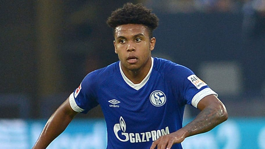 GELSENKIRCHEN, GERMANY - SEPTEMBER 02: Weston McKennie of Schalke  controls the ball  during the Bundesliga match between FC Schalke 04 and Hertha BSC at Veltins-Arena on September 2, 2018 in Gelsenkirchen, Germany. (Photo by TF-Images/Getty Images)