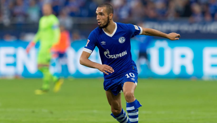 GELSENKIRCHEN, GERMANY - SEPTEMBER 02: Nabil Bentaleb of Schalke  controls the ball  during the Bundesliga match between FC Schalke 04 and Hertha BSC at Veltins-Arena on September 2, 2018 in Gelsenkirchen, Germany. (Photo by TF-Images/Getty Images)