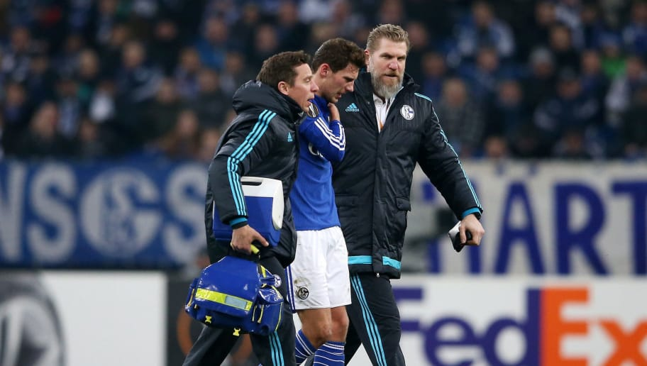 GELSENKIRCHEN, GERMANY - FEBRUARY 25:  Leon Goretzka of Schalke walks off the pitch with medical staffs after picking up an injury during the UEFA Europa League round of 32 second leg match between FC Schalke 04 and Shakhtar Donetsk at Veltins-Arena on February 25, 2016 in Gelsenkirchen, Germany.  (Photo by Lars Baron/Bongarts/Getty Images)