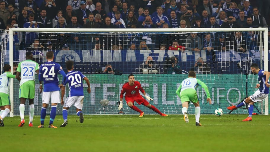 GELSENKIRCHEN, GERMANY - OCTOBER 28:  Nabil Bentaleb of Schalke 04 shoots and scores a penalty goal past Goalkeeper, Koen Casteels of Wolfsburg during the Bundesliga match between FC Schalke 04 and VfL Wolfsburg at Veltins-Arena on October 28, 2017 in Gelsenkirchen, Germany.  (Photo by Dean Mouhtaropoulos/Bongarts/Getty Images)