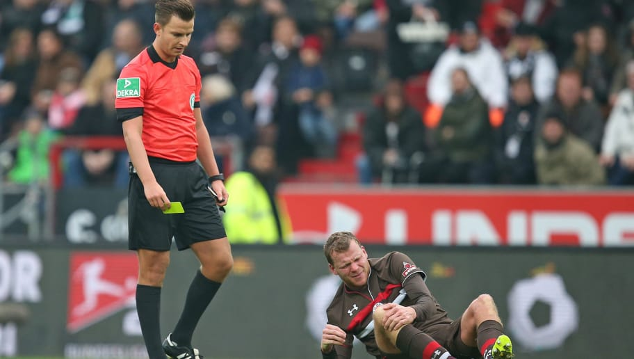 HAMBURG, GERMANY - DECEMBER 22: Henk Veerman (R) of FC St. Pauli sits injured on the ground during the Second Bundesliga match between FC St. Pauli and 1. FC Magdeburg at Millerntor Stadium on December 22, 2018 in Hamburg, Germany. (Photo by Cathrin Mueller/Bongarts/Getty Images)