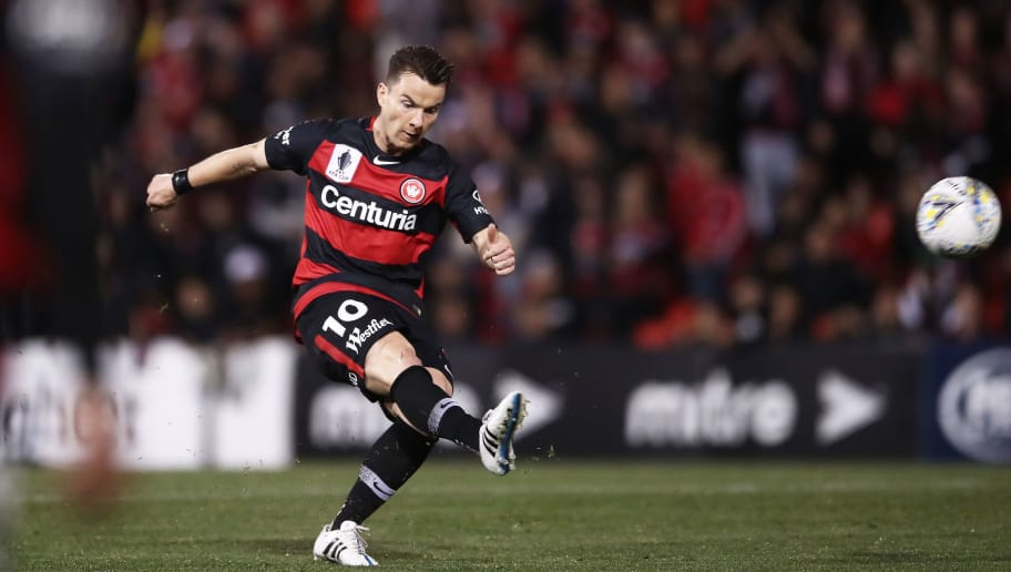 PENRITH, AUSTRALIA - OCTOBER 06:  Alexander Baumjohann of the Wanderers takes a shot on goal during the FFA Cup Semi Final match between the Western Sydney Wanderers and Sydney FC at Panthers Stadium on October 6, 2018 in Penrith, Australia.  (Photo by Matt King/Getty Images)