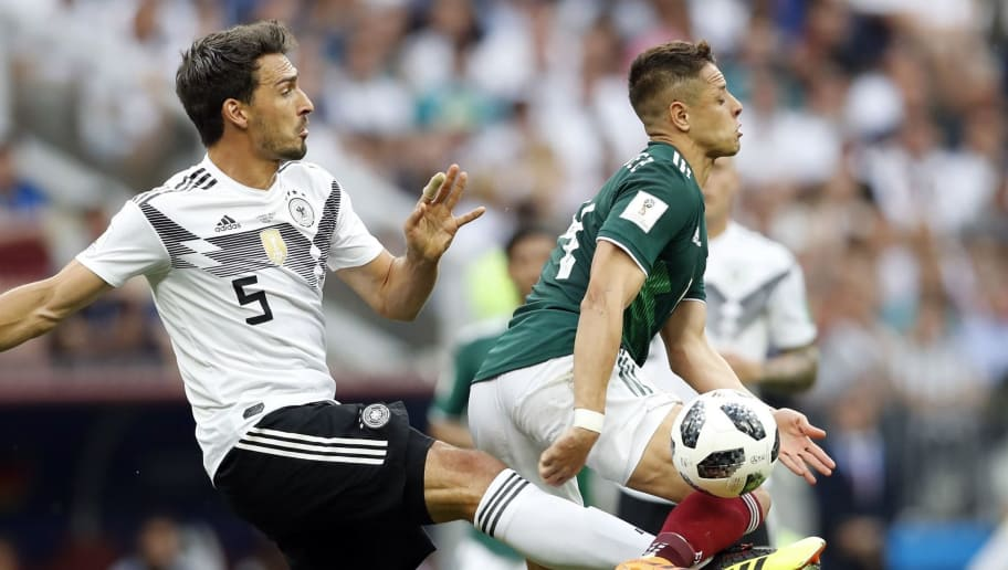 (l-r) Mats Hummels of Germany, Javier Hernandez of Mexico during the 2018 FIFA World Cup Russia group F match between Germany and Mexico at the Luzhniki Stadium on June 17, 2018 in Moscow, Russia(Photo by VI Images via Getty Images)