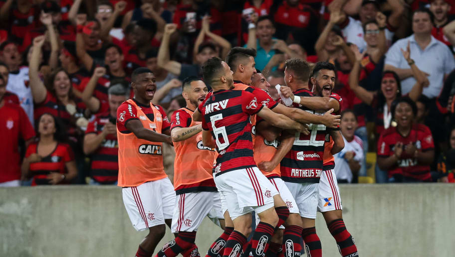 RIO DE JANEIRO, BRAZIL - JULY 21: Players of Flamengo celebrate a scored goal against Botafogo during a match between Flamengo and Botafogo as part of Brasileirao Series A 2018 at Maracana Stadium on July 21, 2018 in Rio de Janeiro, Brazil. (Photo by Buda Mendes/Getty Images)