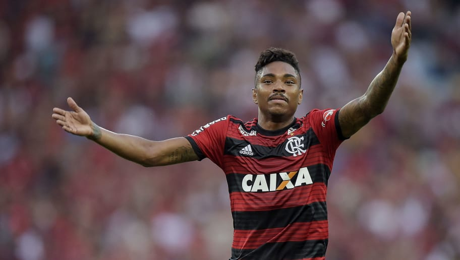 RIO DE JANEIRO, BRAZIL - OCTOBER 13: Vitinho of Flamengo reacts during the match between Flamengo and Fluminense as part of Brasileirao Series A 2018 at Maracana Stadium on October 13, 2018 in Rio de Janeiro, Brazil. (Photo by Alexandre Loureiro/Getty Images)