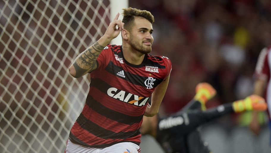 RIO DE JANEIRO, BRAZIL - JUNE 10: Felipe Vizeu of Flamengo celebrates their first scored goal during the match between Flamengo and Parana Clube as part of Brasileirao Series A 2018 at Maracana Stadium on June 10, 2018 in Rio de Janeiro, Brazil. (Photo by Alexandre Loureiro/Getty Images)
