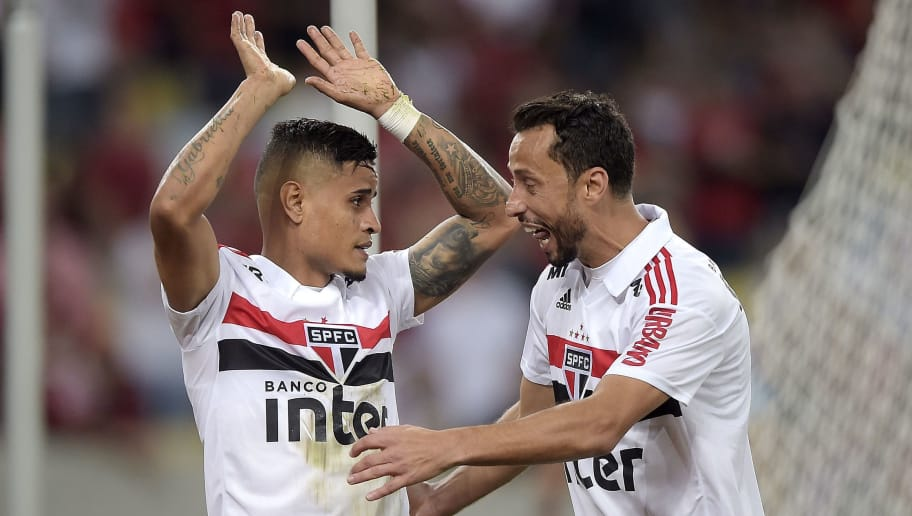 RIO DE JANEIRO, BRAZIL - JULY 18: Everton (L) and Nene of Sao Paulo celebrates a scored goal by Everton (L) during the match between Flamengo and Sao Paulo as part of Brasileirao Series A 2018 at Maracana Stadium on July 18, 2018 in Rio de Janeiro, Brazil. (Photo by Alexandre Loureiro/Getty Images)