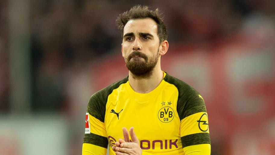 DUESSELDORF, GERMANY - DECEMBER 18: Paco Alcacer of Borussia Dortmund looks dejected during the Bundesliga match between Fortuna Duesseldorf and Borussia Dortmund at Esprit-Arena on December 18, 2018 in Duesseldorf, Germany.(Photo by TF-Images/TF-Images via Getty Images)