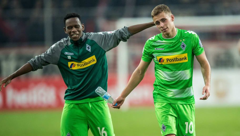 DUESSELDORF, GERMANY - OCTOBER 24: Ibrahima Traore (L) and Thorgan Hazard (R) of Moenchengladbach celebrate after winning the DFB Cup match between Fortuna Duesseldorf and Borussia Moenchengladbach at Esprit-Arena on October 24, 2017 in Duesseldorf, Germany. (Photo by Lukas Schulze/Bongarts/Getty Images)