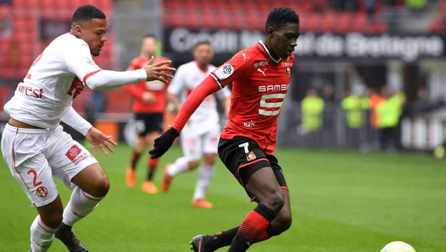 Rennes' French forward Ismaila Sarr (R) vies with Toulouse's French defender Kelvin Amian during the French L1 football match between Rennes and Toulouse on April 29, 2018 at the Roazhon Park Stadium in Rennes, western France. (Photo by FRED TANNEAU / AFP)        (Photo credit should read FRED TANNEAU/AFP/Getty Images)