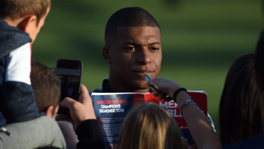 CLAIREFONTAINE, FRANCE - OCTOBER 08:  Kylian Mbappe meet the supporters before the training session at the French national football team centre in Clairefontaine-en-Yvelines on October 8, 2018 in Clairefontaine, France. The French national football team begin their preparation for the upcoming friendly match against Island next tuesday.  (Photo by Frederic Stevens/Getty Images)