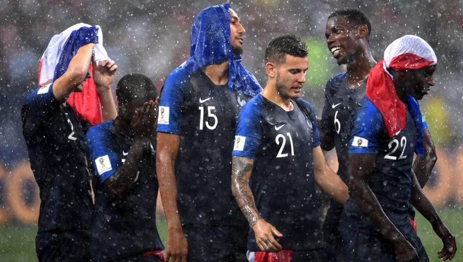MOSCOW, RUSSIA - JULY 15:  Paul Pogba of France celebrates victory with team mate Benjamin Mendy, Lucas Hernandez, Steven Nzonzi, Ngolo Kante and Benjamin Pavard during the 2018 FIFA World Cup Final between France and Croatia at Luzhniki Stadium on July 15, 2018 in Moscow, Russia.  (Photo by Laurence Griffiths/Getty Images)
