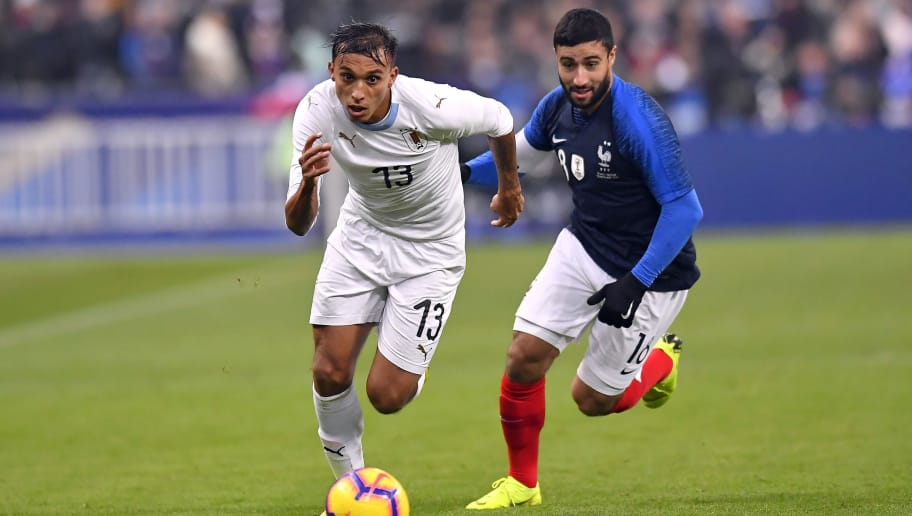 PARIS, FRANCE - NOVEMBER 20: Nabil Fekir of France and Mathias Suarez of Uruguay fight for the ball during the international friendly match between France and Uruguay at Stade de France on November 20, 2018 in Paris, France.  (Photo by Aurelien Meunier/Getty Images)