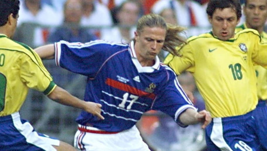 SAINT-DENIS, :  French Emmanuel Petit (C) is challenged by Brazilians Bebeto (L) and Leonardo 12 July at the Stade de France in Saint-Denis, near Paris,  during the 1998 Soccer World Cup final match between Brazil and France. (ELECTRONIC IMAGE) AFP PHOTO   PATRICK HERTZOG (Photo credit should read PATRICK HERTZOG/AFP/Getty Images)