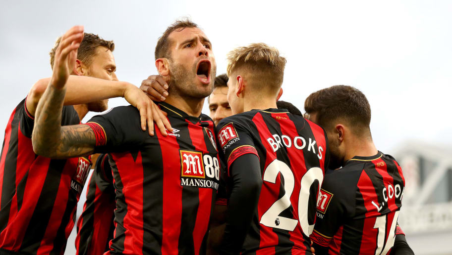 LONDON, ENGLAND - OCTOBER 27:  David Brooks of AFC Bournemouth celebrates with teammates after scoring his team's second goal during the Premier League match between Fulham FC and AFC Bournemouth at Craven Cottage on October 27, 2018 in London, United Kingdom.  (Photo by Clive Rose/Getty Images)