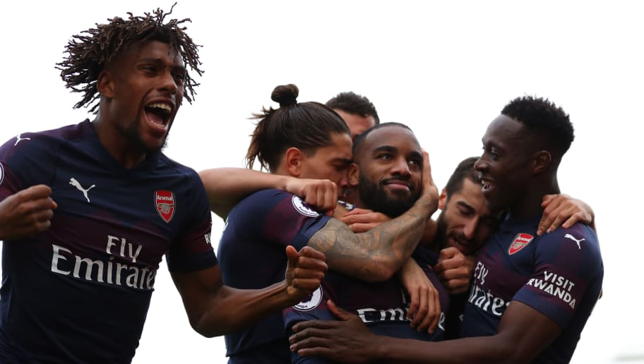 LONDON, ENGLAND - OCTOBER 07: Alex Iwobi of Arsenal celebrates alongside Alexandre Lacazette of Arsenal as he celebrates with teammates after scoring his team's second goal during the Premier League match between Fulham FC and Arsenal FC at Craven Cottage on October 7, 2018 in London, United Kingdom. (Photo by Catherine Ivill/Getty Images)