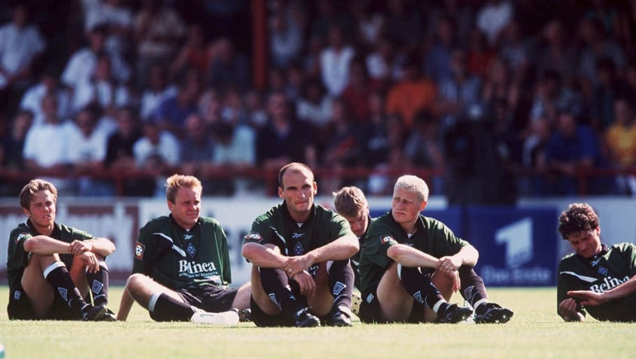 VERL, GERMANY - JULY 31:  DFB POKAL 99/00 1.RUNDE BORUSSIA MOENCHENGLADBACH; Bernd KORZYNIETZ, Markus REITER, Zeljko SOPIC, Nico FROMMER, Max EBERL, Thomas VOGEL  (Photo by Andreas Rentz/Bongarts/Getty Images)