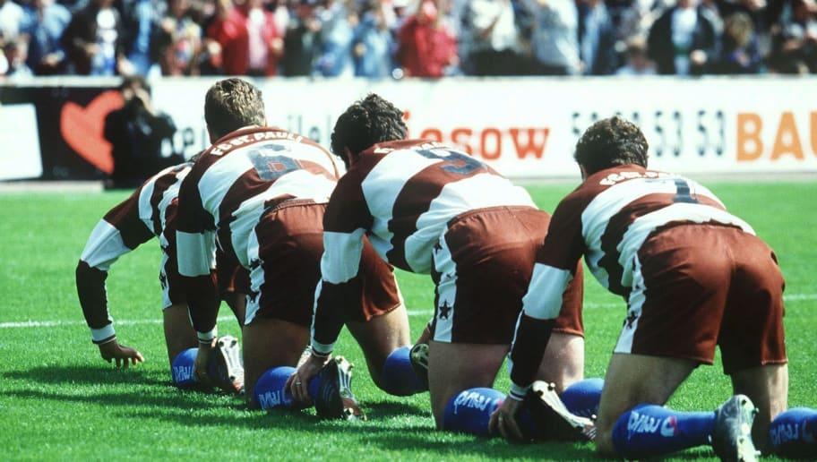 HAMBURG, GERMANY - JUNE 18:  2. BUNDESLIGA 94/95, Hamburg; FC ST. PAULI - FC HOMBURG 5:0; Aufsteiger in die 1. BUNDESLIGA - FC ST. PAULI  (Photo by Bongarts/Getty Images)
