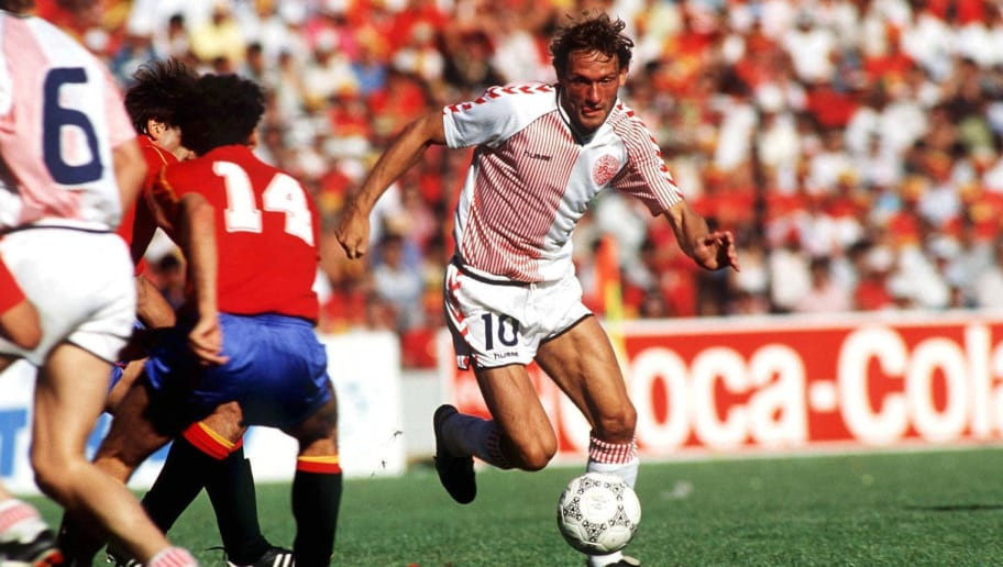 SPAIN - JUNE 18:  FUSSBALL: WM 1986 SPANIEN - DAENEMARK (ESP - DEN) 18.06.86, Preben ELKJAER-LARSEN/DEN  (Photo by Bongarts/Getty Images)