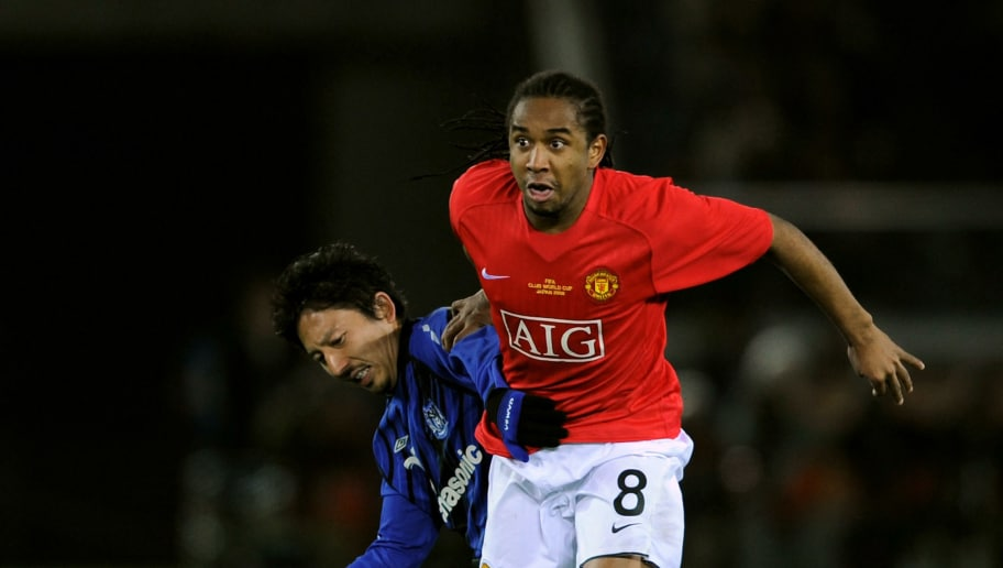 YOKOHAMA, JAPAN - DECEMBER 18:  Anderson of Manchester United holds off a challenge from Hideo Hashimoto of Gamba Osaka during the FIFA Club World Cup Japan 2008 Semi Final match between Gamba Osaka and Manchester United  at the International Stadium on December 18, 2008 in Yokohama, Japan.  (Photo by Shaun Botterill/Getty Images)