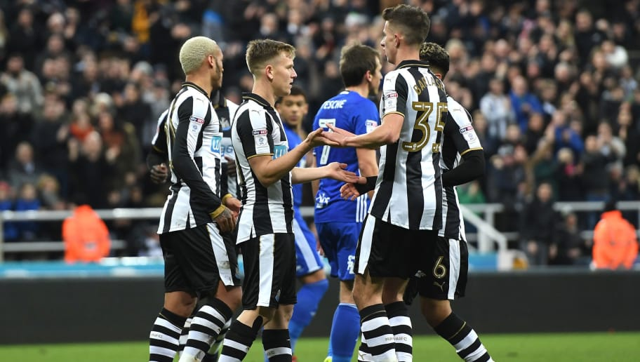 NEWCASTLE UPON TYNE, ENGLAND - JANUARY 18:  Matt Ritchie of Newcastle United celebrates with team mates after scoring his sides first goal during The Emirates FA Cup Third Round Replay match between Newcastle United and Birmingham City at St James' Park on January 18, 2017 in Newcastle upon Tyne, England.  (Photo by Gareth Copley/Getty Images)
