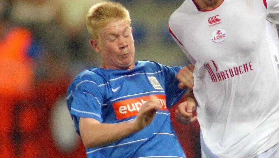 Genk's Kevin De Bruyne (L) and Lille's Stephane Dumont fight for the ball during the first leg match between Genk and French Lille, in the play off round of the UEFA Europa League, on August 20, 2009. Lille defeated Genk 1-2.    AFP      PHOTO   BELGA  MICHEL KRAKOWSKI  ***BELGIUM OUT*** (Photo credit should read MICHEL KRAKOWSKI/AFP/Getty Images)
