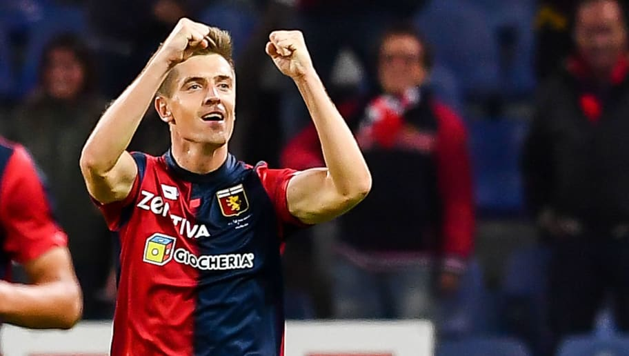 GENOA, ITALY - SEPTEMBER 26:   Krzysztof Piatek of Genoa celebrates after scoring 1-0 during the serie A match between Genoa CFC and Chievo Verona at Stadio Luigi Ferraris on September 26, 2018 in Genoa, Italy.  (Photo by Paolo Rattini/Getty Images)