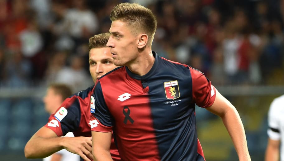 GENOA, GE - AUGUST 26:  Krzysztof Piatek celebrate after score 1-0 during the serie A match between Genoa CFC and Empoli at Stadio Luigi Ferraris on August 26, 2018 in Genoa, Italy.  (Photo by Paolo Rattini/Getty Images)