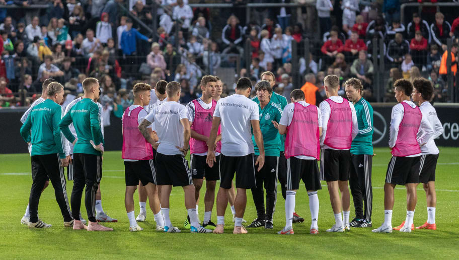 BERLIN, GERMANY - OCTOBER 09: Head coach Joachim Loew of Germany talks to his players during a training session of the German national team at Stadion auf dem Wurfplatz on October 9, 2018 in Berlin, Germany. (Photo by Boris Streubel/Bongarts/Getty Images)