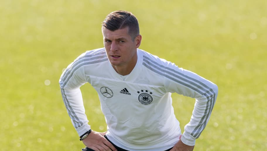 BERLIN, GERMANY - OCTOBER 10: Toni Kroos of Germany streches during a training session of the German national team at Stadion auf dem Wurfplatz on October 10, 2018 in Berlin, Germany. (Photo by Boris Streubel/Bongarts/Getty Images)