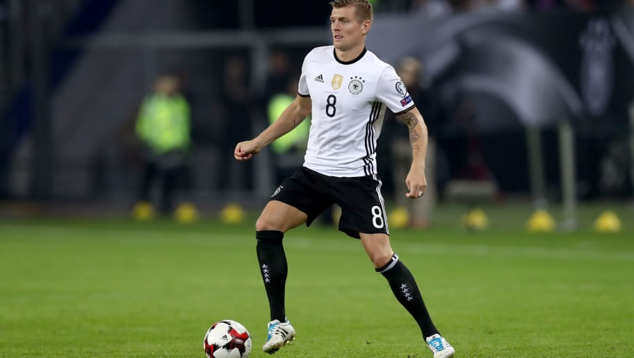 HAMBURG, GERMANY - OCTOBER 08:  Toni Kroos of Germany runs with the ball during the 2018 FIFA World Cup Qualifier match between Germany and Czech Republic at Volksparkstadion on October 8, 2016 in Hamburg, Germany.  (Photo by Alexander Hassenstein/Bongarts/Getty Images)