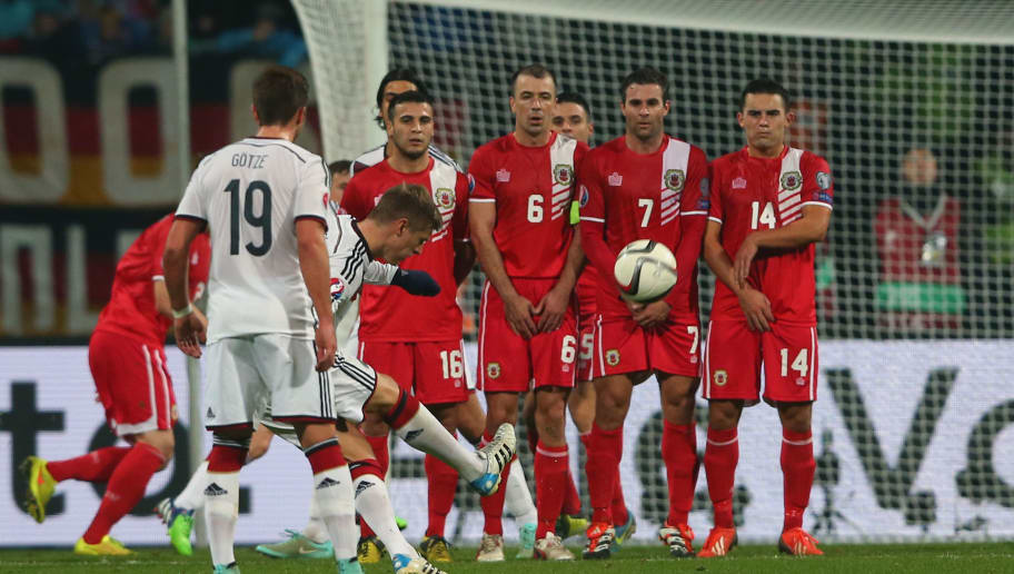 NUREMBERG, GERMANY - NOVEMBER 14:  Toni Kroos of Germany shots a free kick during the EURO 2016 Group D Qualifier match between Germany and Gibraltar at Grundig Stadion on November 14, 2014 in Nuremberg, Germany.  (Photo by Alexander Hassenstein/Bongarts/Getty Images)
