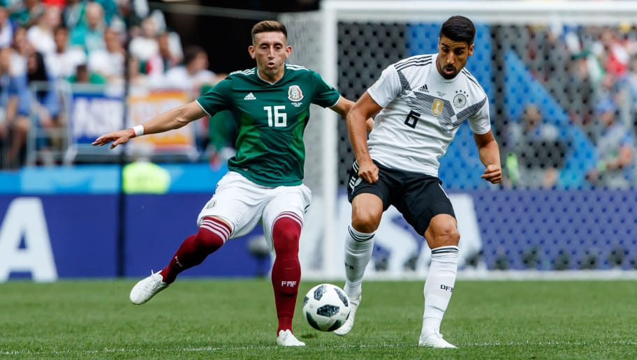 MOSCOW, RUSSIA - JUNE 17: Hector Herrera of Mexico and Sami Khedira of Germany battle for the ball during the 2018 FIFA World Cup Russia group F match between Germany and Mexico at Luzhniki Stadium on June 17, 2018 in Moscow, Russia. (Photo by TF-Images/Getty Images)
