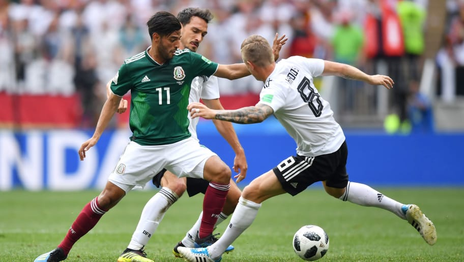 MOSCOW, RUSSIA - JUNE 17:  Carlos Vela of Mexico is challenged by Toni Kroos and Mats Hummels  of Germany during the 2018 FIFA World Cup Russia group F match between Germany and Mexico at Luzhniki Stadium on June 17, 2018 in Moscow, Russia.  (Photo by Hector Vivas/Getty Images)