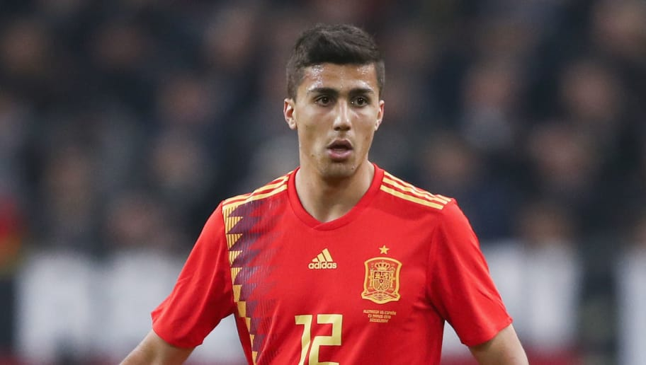 DUESSELDORF, GERMANY - MARCH 23:  Rodri of Spain controls the ball during the international friendly match between Germany and Spain at Esprit-Arena on March 23, 2018 in Duesseldorf, Germany.  (Photo by Alex Grimm/Bongarts/Getty Images)