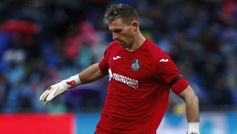 GETAFE, SPAIN - FEBRUARY 04: Goalkeeper Vicente Guaita of Getafe CF strikes the ball during the La Liga match between Getafe CF and Deportivo Leganes at Coliseum Alfonso Perez on February 4, 2018 in Getafe, Spain. (Photo by Gonzalo Arroyo Moreno/Getty Images)