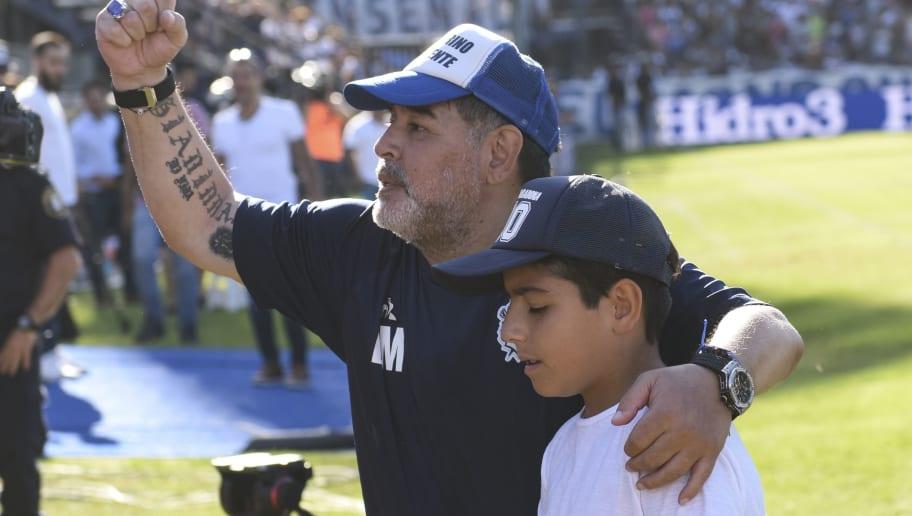 Sergio Agüero se enojó por el regalo de Diego Maradona a su hijo ...