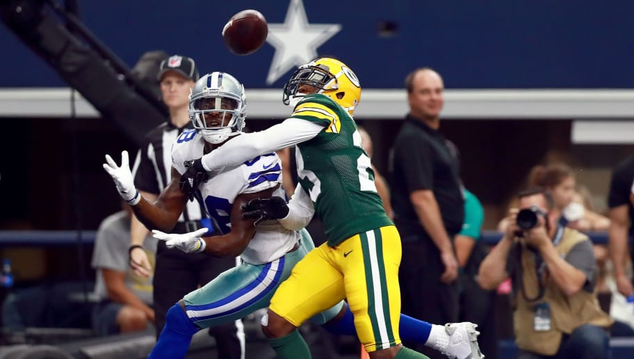 ARLINGTON, TX - OCTOBER 08:  Dez Bryant #88 of the Dallas Cowboys pulls in a touchdown pass to score against Damarious Randall #23 of the Green Bay Packers in the second quarter at AT&T Stadium on October 8, 2017 in Arlington, Texas.  (Photo by Tom Pennington/Getty Images)