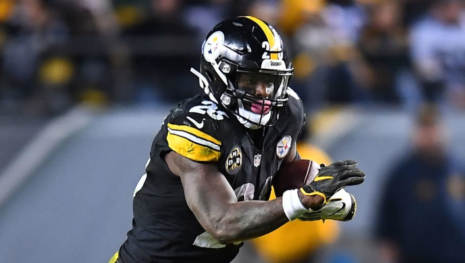 PITTSBURGH, PA - NOVEMBER 26: Le'Veon Bell #26 of the Pittsburgh Steelers in action during the game against the Green Bay Packers at Heinz Field on November 26, 2017 in Pittsburgh, Pennsylvania. (Photo by Joe Sargent/Getty Images)