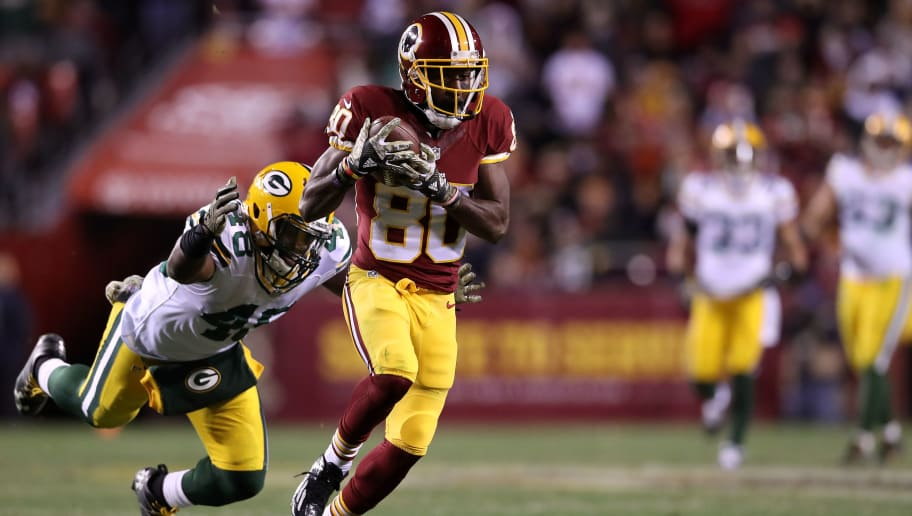 LANDOVER, MD - NOVEMBER 20: Wide receiver Jamison Crowder #80 of the Washington Redskins makes a catch past inside linebacker Joe Thomas #48 of the Green Bay Packers in the fourth quarter at FedExField on November 20, 2016 in Landover, Maryland. (Photo by Rob Carr/Getty Images)