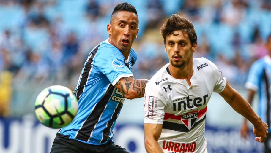 PORTO ALEGRE, BRAZIL - NOVEMBER 15: Lucas Barrios of Gremio battles for the ball against Rodrigo Caio of Sao Paulo during the match between Gremio and Sao Paulo as part of the Brasileirao Series A 2017, at Arena do Gremio on November 15, 2017, in Porto Alegre, Brazil. (Photo by Lucas Uebel/Getty Images)
