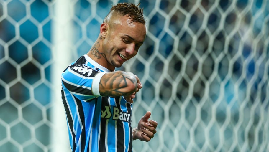 PORTO ALEGRE, BRAZIL - JULY 26: Everton of Gremio celebrates their second goal during the match Gremio v Sao Paulo as part of Brasileirao Series A 2018, at Arena do Gremio on July 26, 2018, in Porto Alegre, Brazil. (Photo by Lucas Uebel/Getty Images)