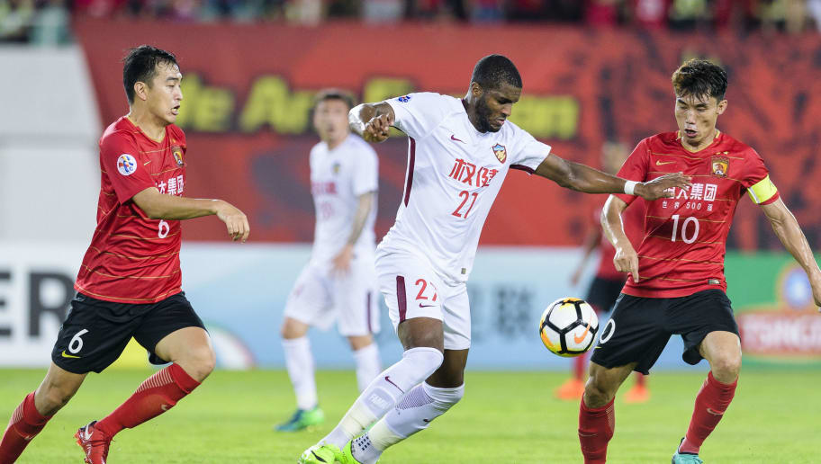 GUANGZHOU, CHINA - MAY 15: Tianjin Forward Anthony Modeste (C) fights for the ball with Guangzhou Midfielder Zheng Zhi (R) during the AFC Champions League Round of 16 second leg match between Guangzhou Evergrande and Tianjin Quanjian at the Tianhe Sports Centre Stadium on May 15, 2018 in Guangzhou, China. (Photo by Power Sport Images/Getty Images)