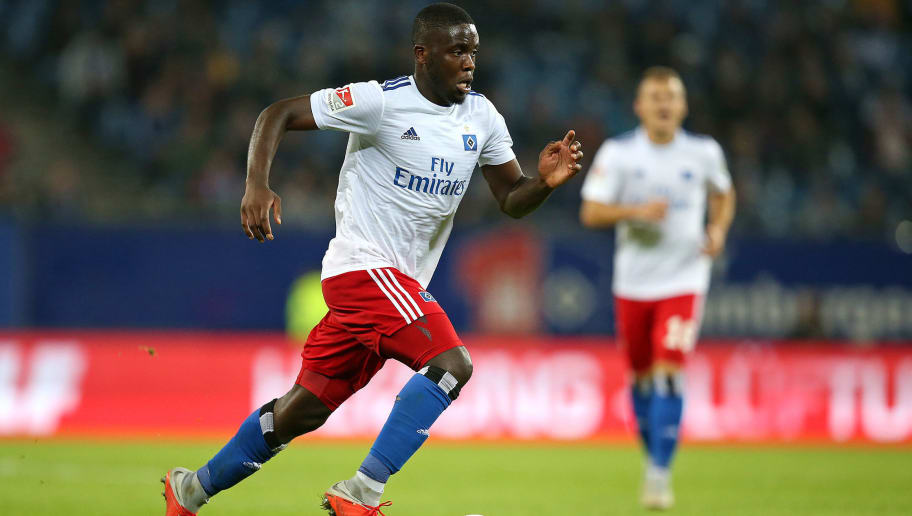 HAMBURG, GERMANY - AUGUST 27: Orel Mangala of Hamburger SV controls the ball during the Second Bundesliga match between Hamburger SV and DSC Arminia Bielefeld at Volksparkstadion on August 27, 2018 in Hamburg, Germany. (Photo by TF-Images/Getty Images)
