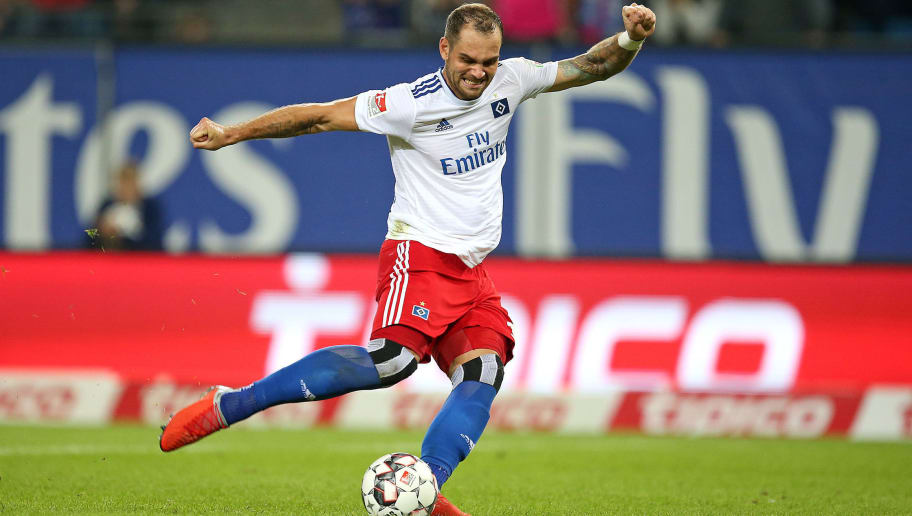 HAMBURG, GERMANY - AUGUST 27: Pierre-Michel Lasogga of Hamburger SV scores the team`s third goal during the Second Bundesliga match between Hamburger SV and DSC Arminia Bielefeld at Volksparkstadion on August 27, 2018 in Hamburg, Germany. (Photo by TF-Images/Getty Images)