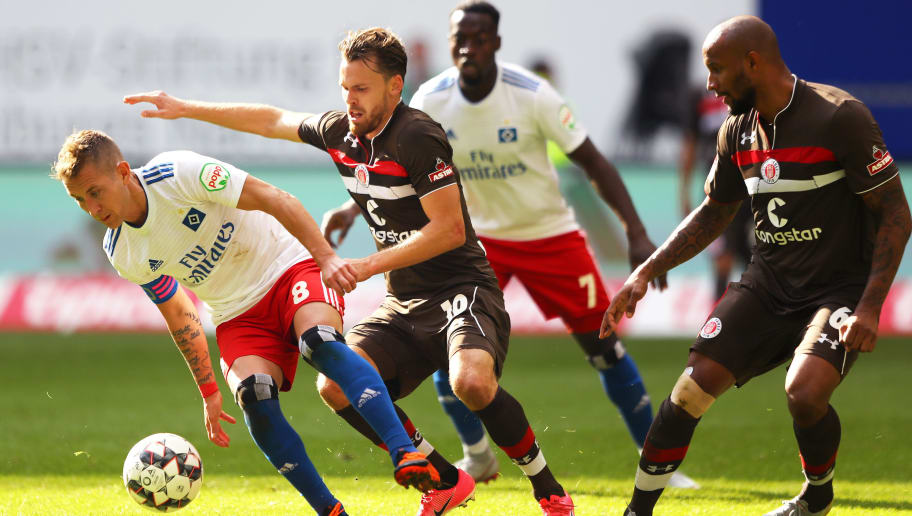 HAMBURG, GERMANY - SEPTEMBER 30:  Lewis Holtby of Hamburger SV is challanged by Christopher Buchtmann of FC St. Pauli and Christopher Avevor of FC St. Pauli during the Second Bundesliga match between Hamburger SV and FC St. Pauli at Volksparkstadion on September 30, 2018 in Hamburg, Germany.  (Photo by Martin Rose/Bongarts/Getty Images)