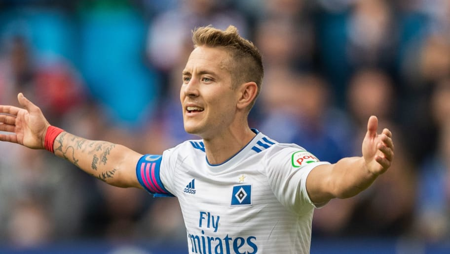 HAMBURG, GERMANY - SEPTEMBER 30: Lewis Holtby of Hamburger SV gestures during the Second Bundesliga match between Hamburger SV and FC St. Pauli at Volksparkstadion on September 30, 2018 in Hamburg, Germany. (Photo by Boris Streubel/Getty Images)