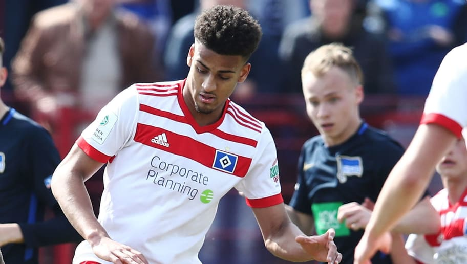 HAMBURG, GERMANY - APRIL 07:  Josha Vagnoman (R) of Hamburg and Florian Baak (C) of Berlin compete for the ball during the A Juniors Bundesliga match between Hamburger SV and Hertha BSC on April 7, 2018 in Hamburg, Germany.  (Photo by Oliver Hardt/Bongarts/Getty Images)