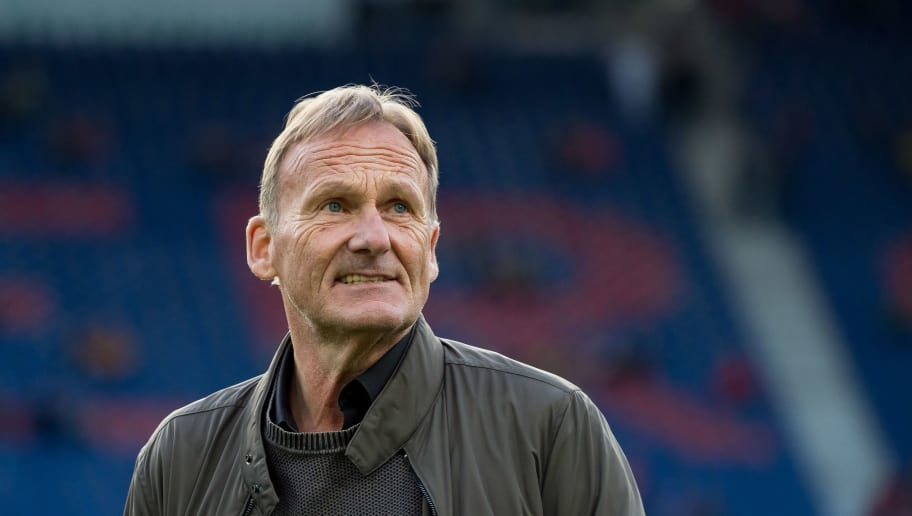 HANOVER, GERMANY - AUGUST 31:  Hans-Joachim Watzke of Dortmund  looks on  prior  the Bundesliga match between Hannover 96 and Borussia Dortmund at HDI-Arena on August 31, 2018 in Hanover, Germany. (Photo by TF-Images/Getty Images)