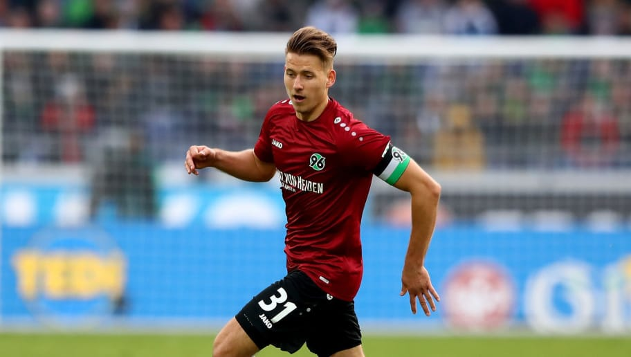 HANOVER, GERMANY - OCTOBER 27:  Waldemar Anton of Hannover runs with the ball during the Bundesliga match between Hannover 96 and FC Augsburg at HDI-Arena on October 27, 2018 in Hanover, Germany.  (Photo by Martin Rose/Bongarts/Getty Images)